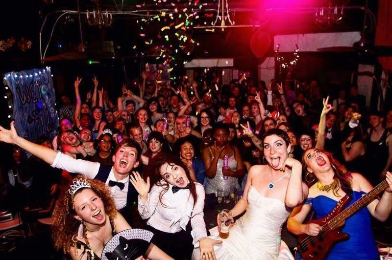 Header queer prom